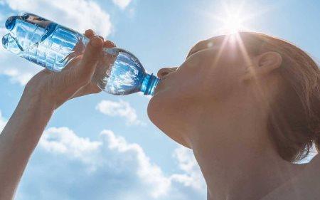 Nos dias quentes tenha especial atenção à hidratação durante a caminhada
